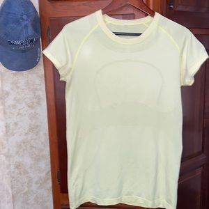 0621 Lululemon women's swiftly T-shirt size 12